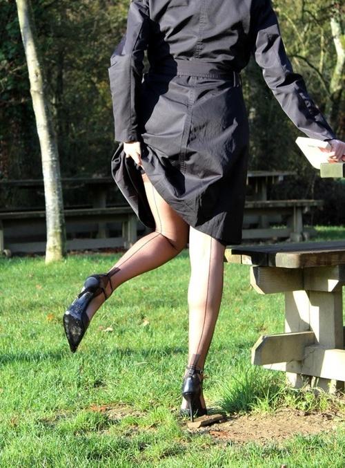 Miss Legs en bas CERVIN | Seams in Public | Vintage ...