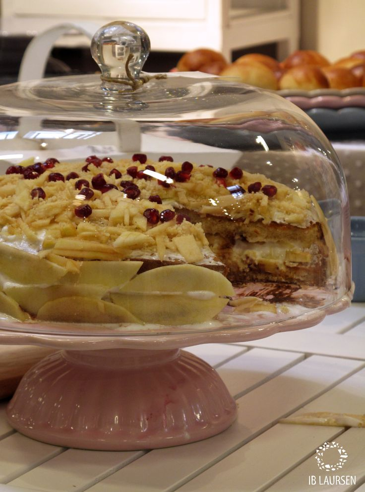 Pie with White chocolate and pomegranate... Amazing:-)