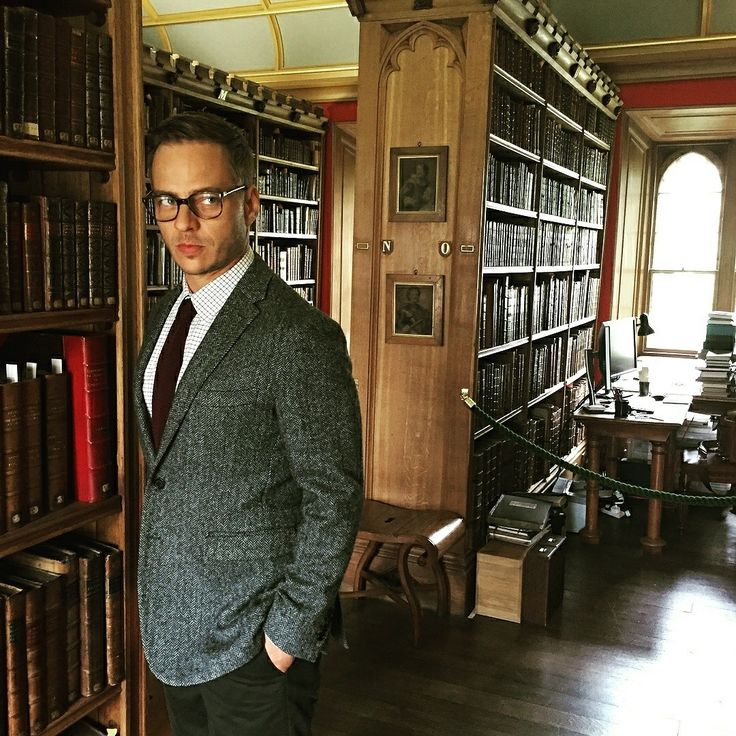 "New pic of Tom Wlaschiha on the set "" Thanks for the memories in Oxford!   @tomwlaschiha IG ・・・ Feel of the day : Hogwarts #thanksforthememories #zdf #gatefilm #oxford #england#harrypotter @burberry"