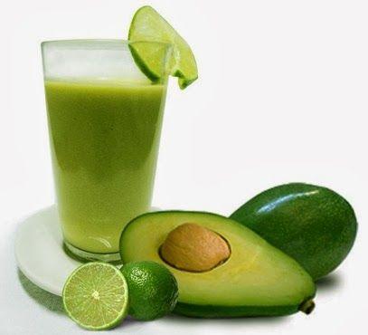 """SUCO DE ABACATE - O suco de abacate não é o mais indicado para quem está de dieta, já que a cada 200 ml a bebida possui 324 calorias. Mas nem por isso o suco não faz bem para a saúde. """"Ele é riquíssimo em antioxidantes, responsáveis por proteger as células do corpo da ação dos radicais livres, e também possui grandes doses de vitamina E"""", recomenda que o suco seja tomado no café da manhã ou como um lanche. """"Ele é muito pesado e calórico para acompanhar uma refeição"""", completa."""