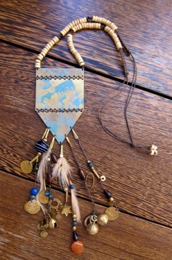 Finish your outfit with the amazing navajo necklace. The large, hand crafted metal pieces give the necklace an authentic and rustic vibe while the feathers and beads add a feminine balance.