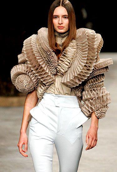 PLI en papier givenchy riccardo tisci  paris fashion week