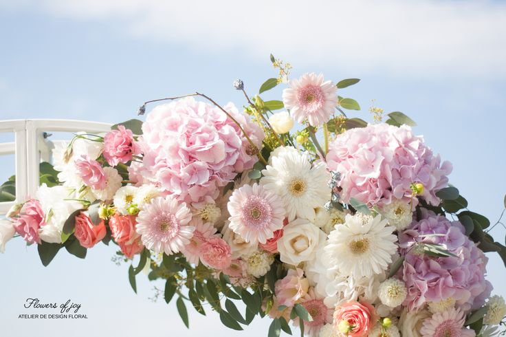 Choose a natural flower arcade for your wedding!