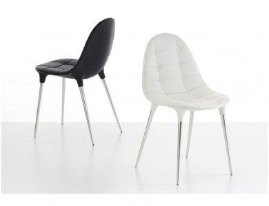 Chaises starck caprice  Cette chaise Starck est une chaise ayant un très beau siège design et capitonné avec 4 pieds en acier chromé.  La chaise Caprice est une chaise adaptée à tous vos lieux de vie dans une ambiance stylée et confotable.  Designer :PHILIPPE STARCK Marque :CASSINA Couleur :BLANC Dimensions : L 48cm H 80cm P 55cm  #Jbonet #design #cassina