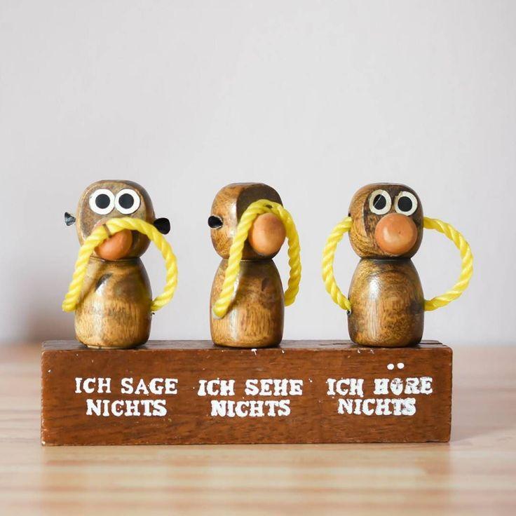 Die drei Affen haben ein Geheimnis.  In Wirklichkeit sind sie als Korkenzieher Flaschenöffner und Korken richtige Schluckspechte. Gefunden bei @vintageglueck. #dawanda #vintageglueck # #vintageliebe #vintagehome #barset #mixology #bartender #interiordesign #solebich #scandinavianinterior #germaninteriorbloggers #homedetails #brassdecor