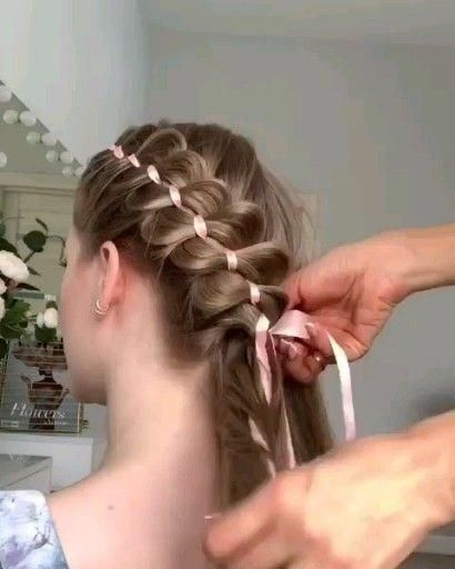 This hairstyle looks so cute right? #howtobraidedhairstyles