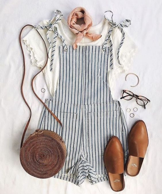 A summer romper is a staple that every girl should have! Wearing a good summer r…