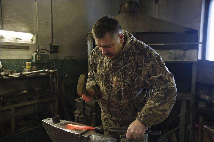 Siberia: Forging knives like our ancestors, secrets of the Yakutian blades