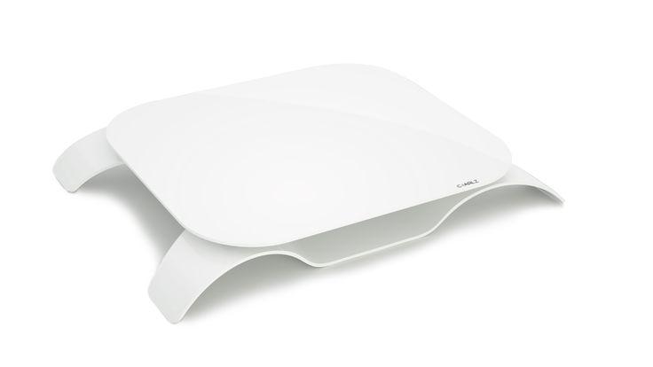 Le Kneestation est un plateau design ergonomique multifonction. Il est un plateau repas, un plateau TV, une table a dessin, un support de pc portable.