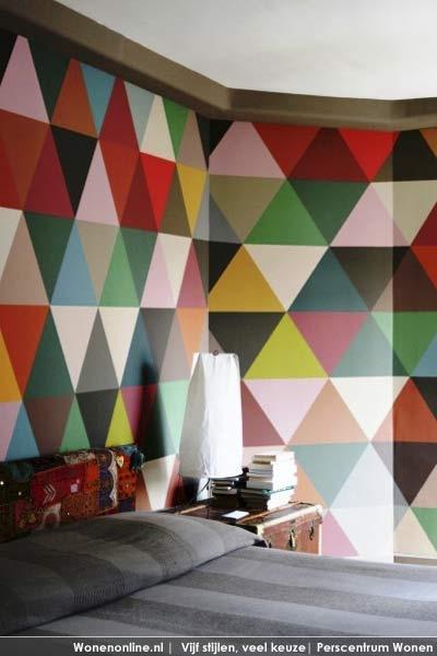 Mosaïek muur  Bij het mozaïek-behang van Minakani zijn groots, kleurrijk en abstract sleutelwoorden. http://www.wonenonline.nl/interieur/12/vloer-wandbekleding-2012.html#