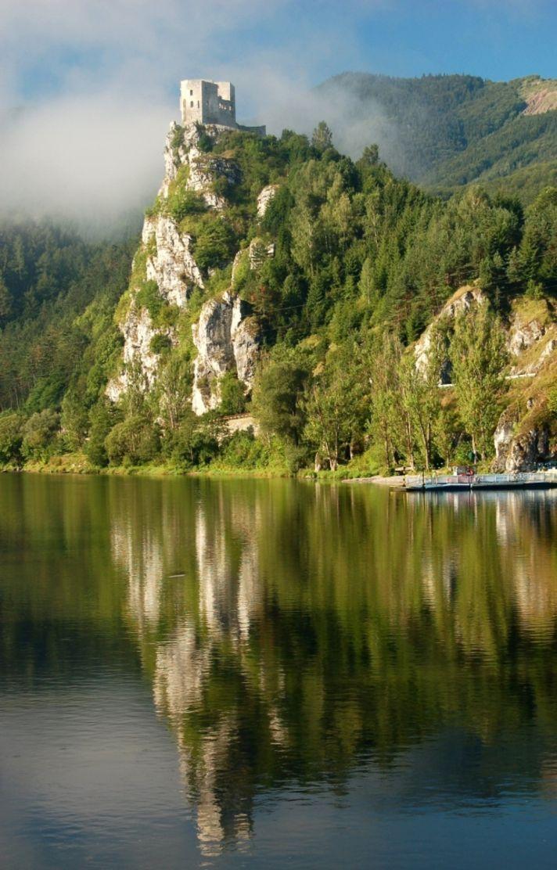 The Castle of Strečno - Slovakia.travel