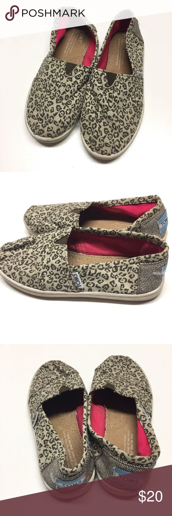 Leopard TOMS youth 1 Leopard print TOMS size youth 1. Hint of gold sparkle. GUC. TOMS Shoes