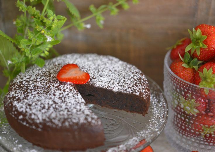 Franciskas Vakre Verden: Fantastisk sjokoladekake med bare to ingredienser!