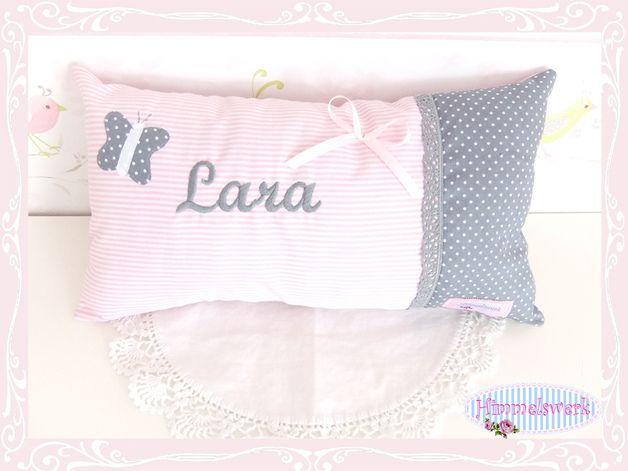 *♥Ein individuelles Kissen für Deinen Schatz!♥*  Es wurde aus hochwertigen, weichen Baumwollstoffen genäht, mit Namen bestickt und mit Schmetterlingsapplikation, Baumwollspitze und Satinschleifchen...