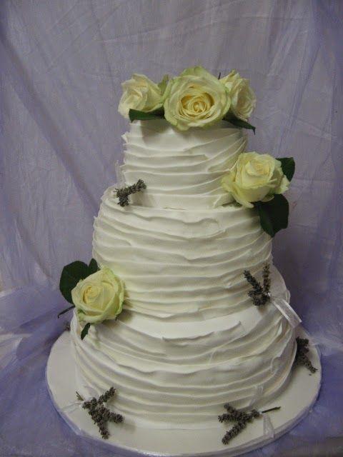 deliCiouSly: Wedding Cake Total White