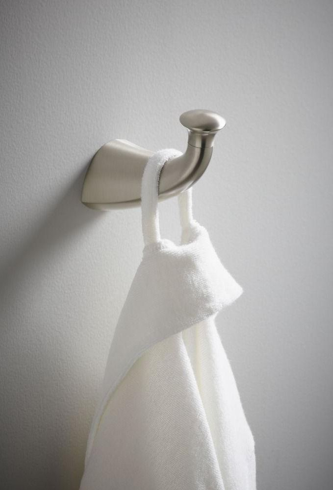 Constructed of premium metal for long-lasting durability, this robe hook offers a convenient and stylish place for hanging clothes, towels, or robes in the bathroom. Its striking contemporary style matches KOHLER's Mistos faucets and accessories.