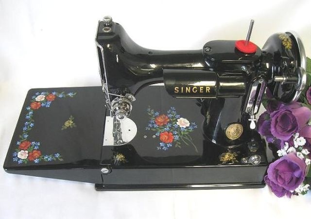 Fabulous Signed 1937 Rose Floral Classic Singer Featherweight 221 Sewing Machine from www.deskdave.com, handpainted roses by Vickie Canham.