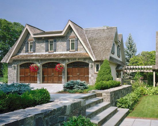 Carriage house wall ideas home and guest houses for Homes with detached in law suites