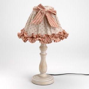Lampe déco Mathilde  Déco cosy  Intérieur de charme  Lumière d'ambiance, lampe à poser pied bois.  Abat-jour tissu pois et rayures, rehaussé nœud en tissu rayé. Sur une commode, un petit meuble, cette lampe apporte une touche déco très chaleureuse !