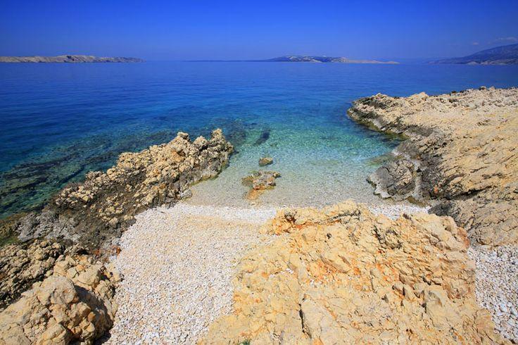 Pláž Jadra, ostrov Pag: http://www.novalja.cz/chorvatsko/vylety-priroda/plaze/plaze-ostrov-pag/plaz-jadra/