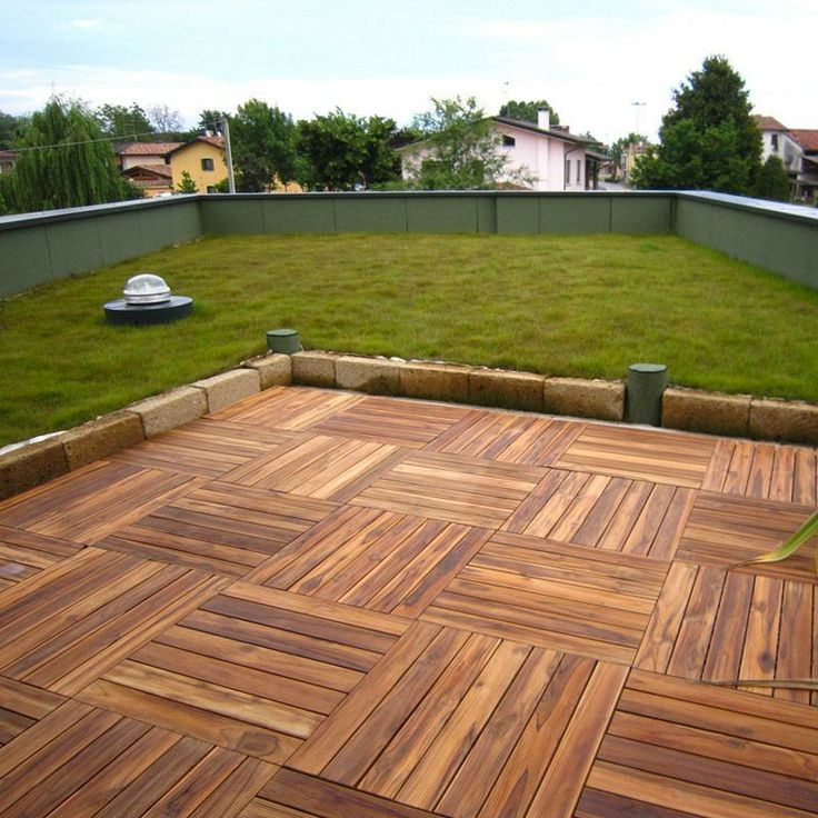 Pavimento in legno Teak per esterno e giardino. Piastrella modulare quadrotta.