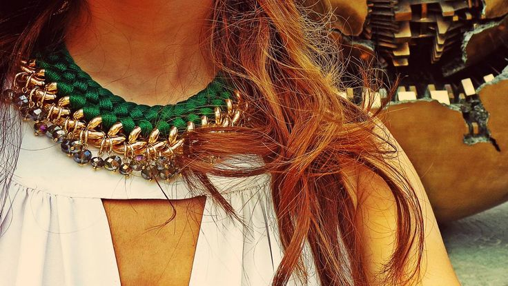 - double braided gold&green necklace -