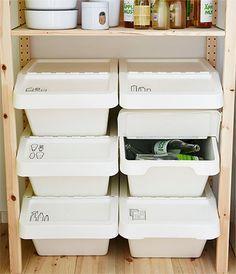 Die SORTERA Abfalleimer mit Deckel kannst du auch zur Aufbewahrung umfunktionieren. Der aufklappbare Deckel lässt sich auch öffnen, wenn mehrere Boxen aufeinandergestapelt sind. Ganz schön praktisch! | im Eingang