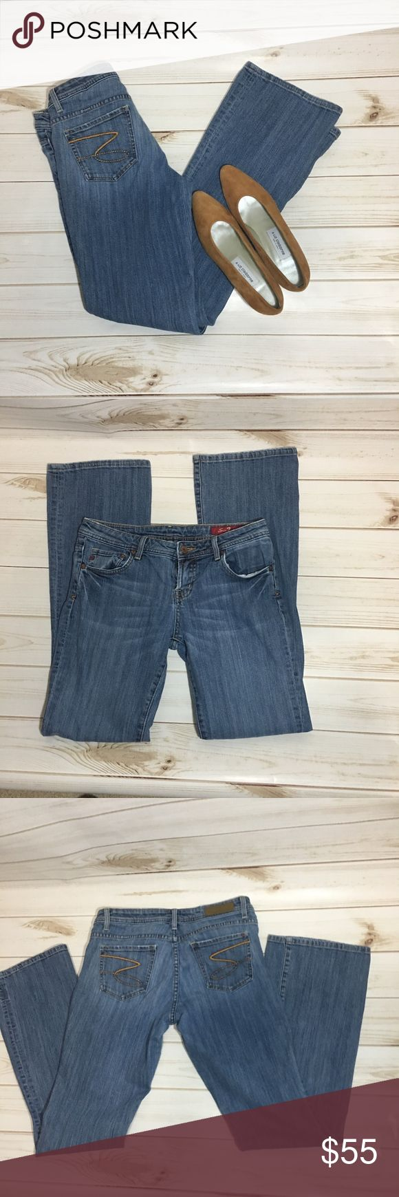 "Seven7 Jeans Size 31 Light Wash Low rise Seven7 Jeans  Size 31 Light Wash These jeans are in great shape Measurements: Waist measures 30.5"" Hips 36"" Front Rise 8"" Back Rise 13"" Inseam 32.5"" Outseam 39.75"" Leg opening 17.5"" Seven7 Jeans Flare & Wide Leg"