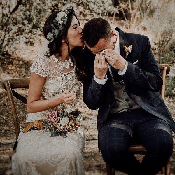 Hay Mil Formas De Decir Te Quiero Con Una Mirada Con Una Sonrisa Con Mejillas Sonrosadas Con Un Susurro Escribie Couple Photos Wedding Dresses Photography