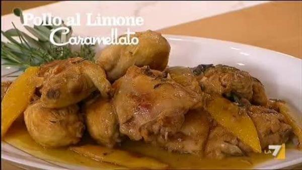 Ingredienti: 3 cosce di pollo 6 sotto cosce di pollo senza pelle 1 limone olio sale 1 bicchiere di vino bianco secco 6 spicchi d'aglio timo