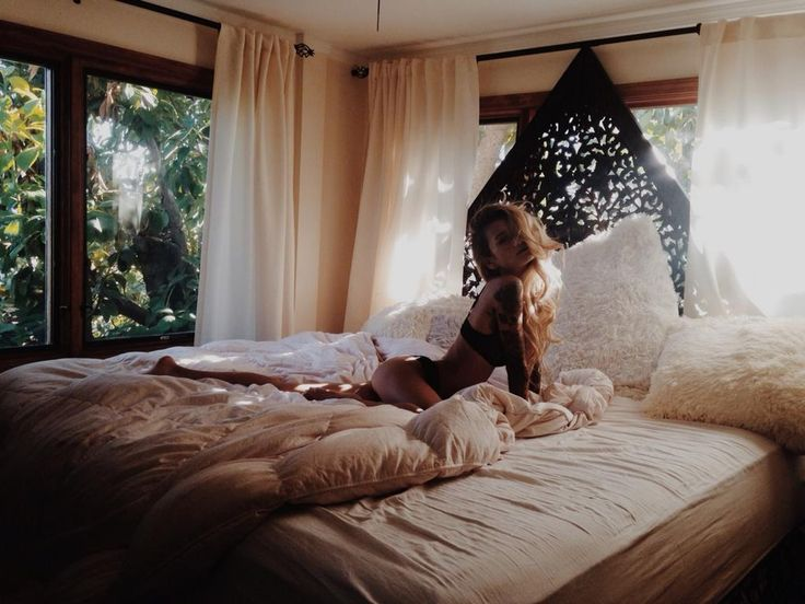 I love this bedroom style so much! And Jenah is pretty gorg too.