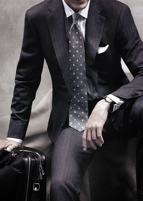 A great example of an amazing men's suit that can be worn to an interview. careerxlr8.com