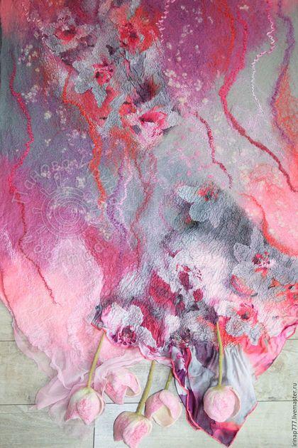 Купить или заказать палантин 'Розовые сны' в интернет-магазине на Ярмарке Мастеров. Этот палантин в серо-розовой гамме. Обычно эта гамма считается приглушенной, спокойной, но в данном случае палантин яркий, с насыщенными розовыми цветами и прожилками. Оттенки розового переливаются от нежного светлого, до фуксии, местами с фиолетовым отливом, есть и ярко-коралловые нотки. Серый цвет приглашает и успокаивает общую картину. Красивый атласный шелк с рисунком орхидей на краях…