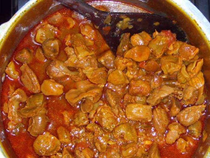 Moela baiano  ingredientes 1 kg de moela (Sadia) 1 cebola picada 1 pimentão picado 2 tomates picado 1/2 maço de coentro picado 1/2 maço de salsa picada 4 folhas de hortelã grosso picado 3 colheres de sopa de margarina 1 knorr de costela ou carne 1 pitada de sal 1 pitada de cominho 1…