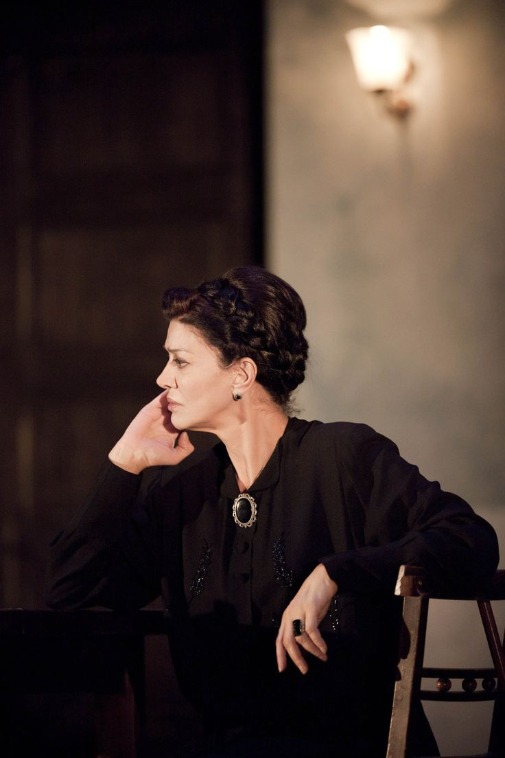 I saw Shohreh Aghdashloo as Everi Chalis from Alexander Freed's BATTLEFRONT: TWILIGHT COMPANY | shohreh aghdashloo | Tumblr
