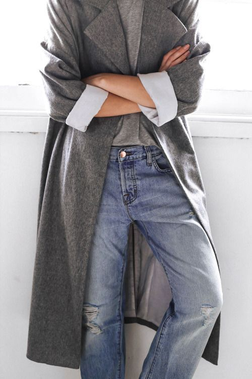 the perfect wash and the rolled up cuffs. Grey coat. Shades of grey. Comfy look. Fashion trend. To copy.