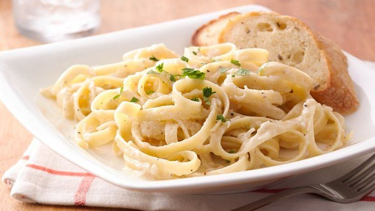 So much flavor from such a simple sauce.  This classic Alfredo made of butter, cream and Parmesan cheese is perfect for fettuccine.