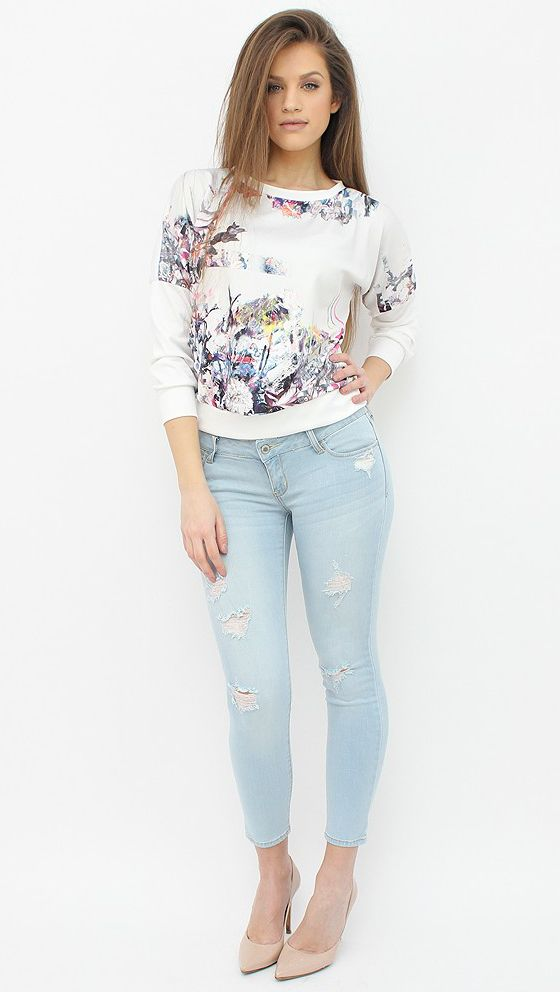 Light Wash Distressed Jeans that can add a cool and cosmo air to your wardrobe. http://famevogue.ro/produse_noi_94/blugi_rupti_albastru_deschis_709  #jeans #denim #moda #style #fashion