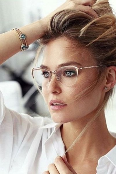 cb2057b6e4dc9 Moda anti-idade  óculos de grau também nos deixa bonita   Glasses   Moda    Look