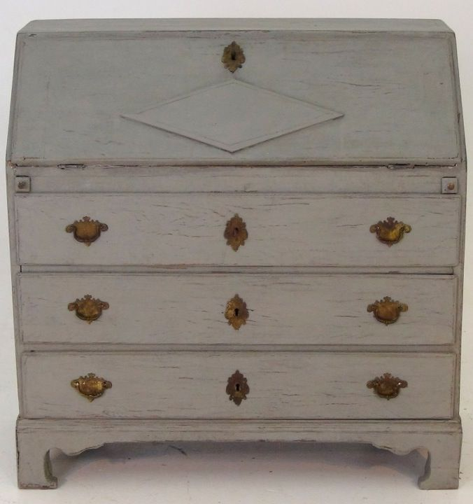 Swedish bureau, apx. 1790 - 1810. http://www.selected-antiques.dk/12315-3s--------swedish-bureau-apx-1790---1810