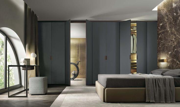 Rimadesio produceert systemen waarmee ruimten op een architectonische wijze kunnen worden onderverdeeld. Deuren, schuivende panelen, (wand)rekken, inloopkasten en een verzameling van complementaire design meubelen