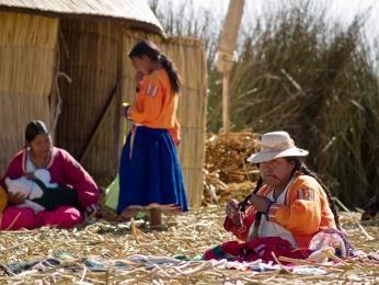 Lokale kvinder på Uros