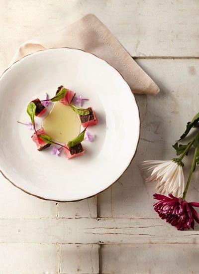 Atún especiado y miel de cidrón. Esta deliciosa alternativa para preparar atún lo reconciliará con los sabores auténticos que conservan determinadas especies; un primer plato para celebrar una ocasión especial enmarcada por sabores colombianos.