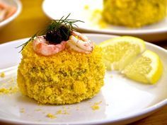 Evas ostkroksbakelse med färska räkor och svart kaviar