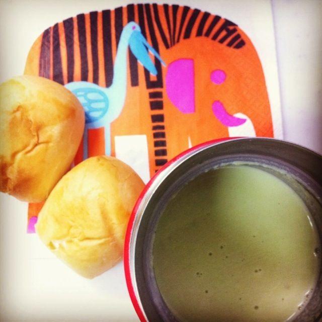 サンドイッチ作るのもめんどくさいからスープ温めるだけ(´Д` *) - 8件のもぐもぐ - 会社de朝めし <枝豆のポタージュとパン> by konbu777