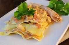 Lasagne di mare ricetta facile saporita, per un menu a base di pesce, fumetto di pesce, pannocchie, seppie, gamberetti, cozze, misto di mare, primo facile, pasta semola