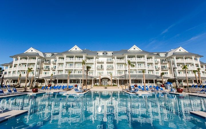 Enjoy gracious hospitality at The Beach Club at Charleston Harbor Resort and Marina located in Mount Pleasant, United States that meets the expectations of the most discerning guests.