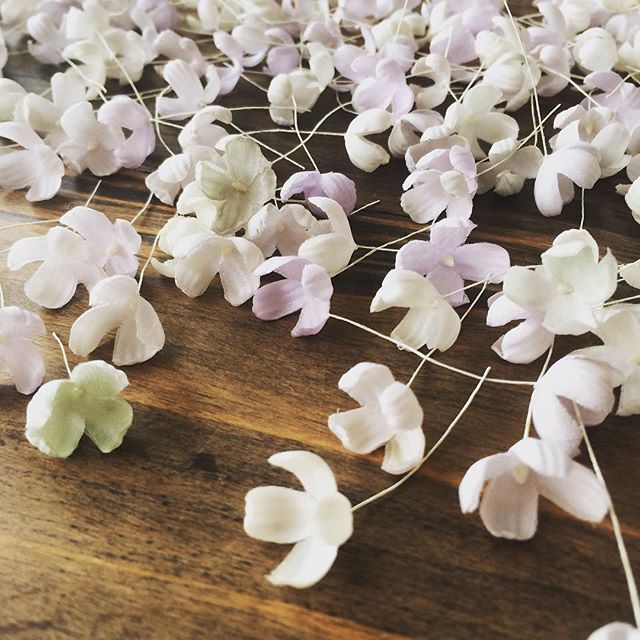 works - handcrafted flowers for headdresses . . #wedding #headdress #handcrafted #sesaybridalwearjapan #ウェディングドレス #ハンドクラフト #ヘッドドレス #セセイジャパン