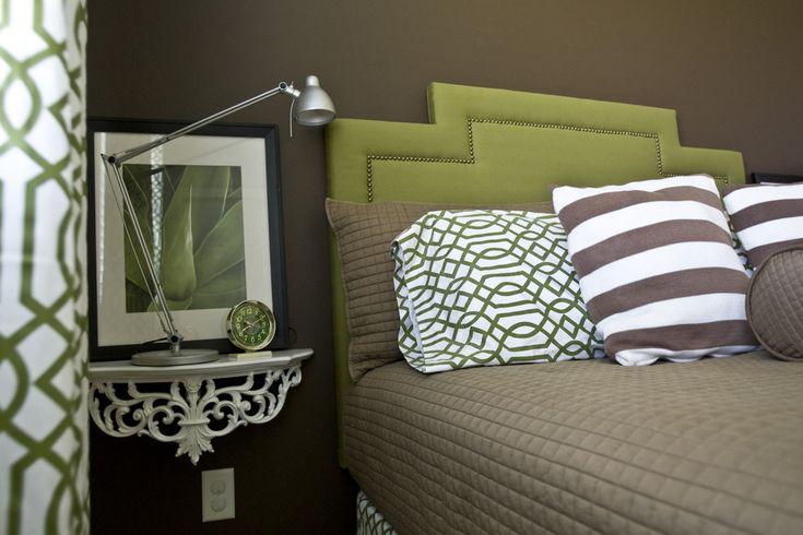 Открытые полки и стеллажи в интерьере гостиной, детской, спальне