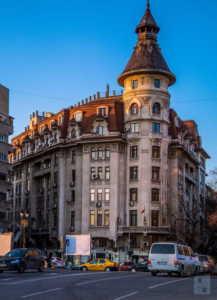 Unul din turnurile pe stil vechi ale orașului! Știai că nu poți ajunge până sus de tot și că vârful turnului e doar ornamental? Se-ntâmplă la Teatrul Bulandra, la podul Izvor.